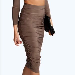 Silky fitted skirt